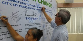 COMMITING SUPPORT. Aboitiz top executive Arturo M. Milan, incoming president of the Davao City Chamber of Commerce and Industry, Inc. (DCCCII), signs the commitment board indicating support for the Davao Regional Development Plan (DRDP) 2017-2022, after attending a DRDP roadshow conducted by the Regional Development Council (RDC) in Region 11, headed by Davao del Norte Gov. Anthony G, del Rosario, RDC chairperson. The roadshow held at the NEDA-RDC Center in Bangkal, Davao City was for the private sector and business community. ANTONIO M. AJERO