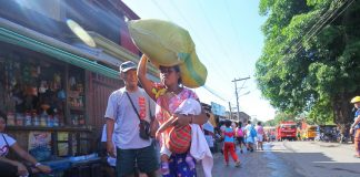 LOADED. A lumad who is temporarily living at Bankerohan Gym in Davao City carries on her head a sack full of used clothes she received as gifts from residents around the cityon Tuesday. LEAN DAVAL JR.
