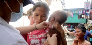 A barangay health worker administers anti-measles vaccine to a child at Barangay 23-C, particularly in Isla Verde, Davao City on Tuesday, January 23. The City Health Office launched vaccination drive following the outbreak of measles in the city recently. Mindanews Photo