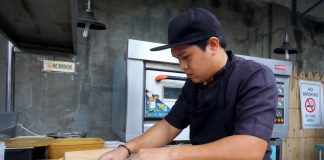 EASY DOES IT. A pizza maker prepares to cook a pizza in the kitchen of Munchtown Grill along F. Torres Street in Davao City on Wednesday. LEAN DAVAL JR.