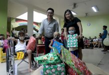 GLOBE EMPLOYEES GIFTS. Edge Davao represented by its product development officer Richard Ebona turns over gifts given by employees of Globe Telecom Davao to House of Hope Foundation represented by its event organizer Loranie Celmar and some cancer patients on Thursday. Globe Telecom Davao and Edge Davao have made a partnership to give love and joy to their chosen beneficiaries. LEAN DAVAL JR.