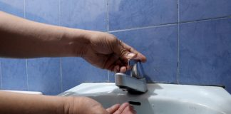 CUT OFF. A resident of Doña Pilar Village in Sasa, Davao City checks a faucet for water as supply was already cut a day before the scheduled start of the 96-hour water interruption on Thursday. Davao City Water District (DCWD) said 30 percent of its customers will experience 24 to 96 hours water interruption starting today due to the alignment of pipes as a result of the Department of Public Works and Highways' (DPWH) widening of Ma-a Bridge. LEAN DAVAL JR.