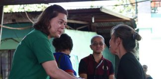 MUCH-NEEDED HELP. Davao City Mayor Sara Duterte-Carpio turns over financial assistance on Monday to a resident affected by flood brought by tropical storm Vinta. The mayor has extended assistance to the victims in Brgy. Gumalang, Brgy. Lacson, Brgy. Dacudao and Brgy. Pangyan. CIO