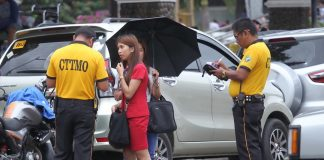 NOT TO TRIFLE WITH. Traffic enforcers from the City Transport and Traffic Management Office (CTTMO) issue citation tickets to Anti-Jay Walking Ordinance violators along San Pedro Street on Tuesday. Two years after the implementation, dozens are still apprehended every day for violating the ordinance. LEAN DAVAL JR