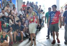 FULL SUPPORT. Davao City Mayor Sara Duterte-Carpio gestures while the crowd chants her surname as she visits the Davao City National High School to watch the championship games of volleyball of the Davao Regional Athletics Association (DAVRAA) Meet 2018 on Thursday. The mayor was joined by Sports Development Division of the City Mayors Office (SDD-CMO) office-in -charge (OIC) Michael Aportadera. LEAN DAVAL JR