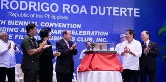 HOUSING MODEL. President Rodrigo Duterte applauds after the presentation of the miniature-housing model of the 'Bahay Pag-Asa Phase II Project' in Marawi City during the 10th Biennial National Convention and 20th Founding Anniversary Celebration of the Chinese Filipino Business Club, Inc. (CFBCI) at the Manila Hotelon Mondayevening. Also in the photo are Executive Secretary Salvador Medialdea, Philippine Army Commander Lieutenant General Rolando Bautista, project coordinator Dr. Isabel Cojuangco-Suntay, project donor and Special Envoy to China Carlos Chan and CFBCI President William Yap. PRESIDENTIAL PHOTO
