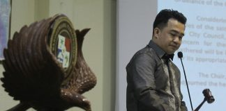 ACCUSATION AND DENIAL. Davao City Vice Mayor Bernard Al-ag names 3rd District Councilor Rene Lopez as the member of the City Council who allegedly asked for money from a businessman in exchange for favors. Councilor Lopez denied the accusation duringTuesday'sPulong Pulong ni Pulong. LEAN DAVAL JR