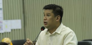 AT THEIR DOORSTEPS. Councilor Al Ryan Alejandre announces that the passport on wheels will be in Davao City on March 16 to 17 to cater the needs of Dabawenyos who want to renew their passports or apply for new one. Alejandre made the announcement in his privilege speech during Tuesday's regular session at Sangguniang Panlungsod. LEAN DAVAL JR