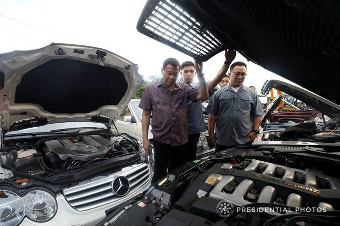 STRESSING THE MESSAGE. President Rodrigo Duterte inspects the smuggled luxury cars before they were destroyed at Port Irene in Sta. Ana, Cagayan provinceon Wednesday. PRESIDENTIAL PHOTO