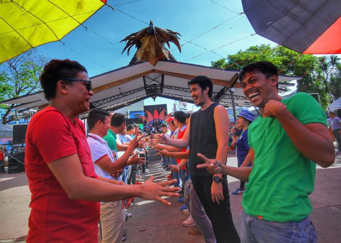 BATTLE OF WITS. City government of Davao employees attempt to outsmart their counterparts from the other departments in the elimination round of 'Jack 'n Poy' game during the 81st Araw ng Davao celebration's araw ng mga empleyado at Rizal Park on Wednesday. LEAN DAVAL JR