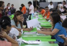 BUSINESS PERMIT. An employee of the City Business Bureau checks the documents presented by a business owner during the second week of business permit renewal at a one-stop shop at the Davao City Recreation Center on Monday. Lean Daval Jr