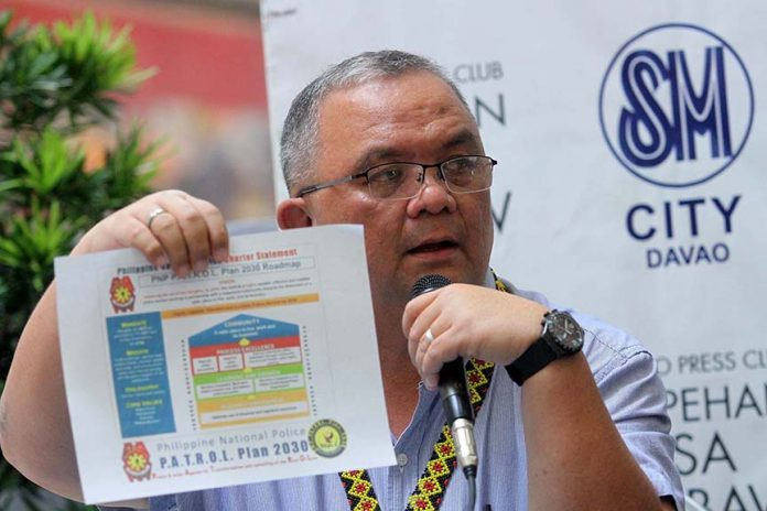 ROADMAP FOR CHANGE. Police Regional Office (PRO) 11 Regional Advisory Council chair Ednar Dayanghirang shows the Philippine National Police (PNP) P.A.T.R.O.L. (Peace and order Agenda for Transformation and upholding of the Rule Of Law) Plan 2030 roadmap during yesterday's Kapehan sa Dabaw at the Annex of SM City Davao. Dayanghirang bared that the number of police officers included in the anti-drug campaign list from January to November 23, 2016 as part of PNP's internal cleansing reached 1,048. LEAN DAVAL JR.