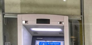WORRYING SIGN. An 'offline' sign is placed on automated teller machine (ATM) of Bank of Philippine Islands (BPI) in its Abreeza Mall branch in Davao City on Wednesday. Thousands of BPI's clients were not able to make bank transactions as it has experienced system glitch. LEAN DAVAL JR.