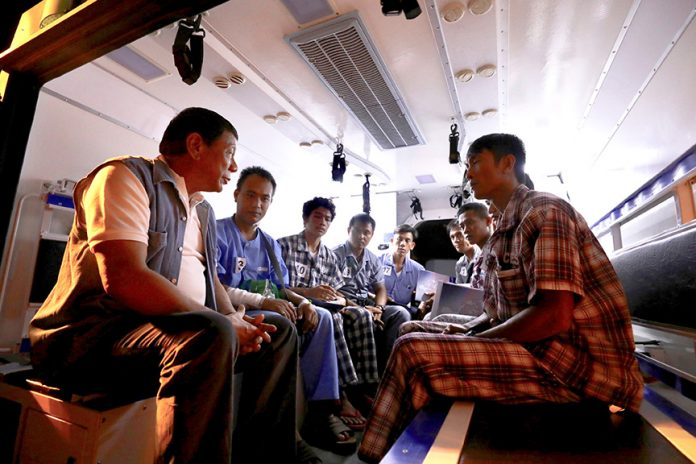 GETTING IT FIRST HAND. President Rodrigo Duterte chats with the wounded soldiers while inside an ambulance following his visit to over 90 injured combatants confined at Camp Edilberto Evangelista Station Hospital in Cagayan de Oro City on Tuesday evening. RICHARD MADELO/PRESIDENTIAL PHOTO