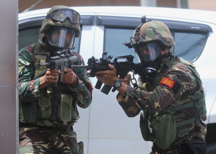 HONING UP.Members of Task Force Davao participate in a mass shooting/security drill as part of the 15-day Special Weapons and Tactics (SWAT) training conducted by the Davao City Police Office (DCPO) at City Hall in Davao City on Tuesday. LEAN DAVAL JR.