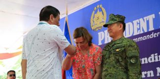 SHOW OF RESPECT. President Duterte extends his hand to Davao City Mayor Sara Duterte-Carpio who showed a gesture of respect to her father during the Eastern Mindanao Command (EastMinCom) 11th Founding Anniversary celebration at the Naval Station Felix Apolinario in Panacan in Davao City on Friday afternoon. Also in the photo is Armed Forces of the Philippines Chief of Staff General Eduardo Año. ALBERT ALCAIN/PRESIDENTIAL PHOTO