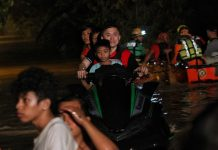 "TO THE RESCUE! Assistant Secretary Christopher Lawrence ""Bong"" Go, special assistant to President Rodrigo Duterte, leads the rescue operation and evacuation of trapped residents in heavily-flooded Jade Valley, Davao City on Friday night. Jade Valley and some other communities near Davao River experienced flooding as the river overflowed due to heavy downpour in the city's hinterlands spawned by tropical storm Vinta. LEAN DAVAL JR."