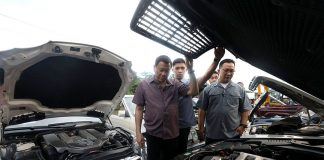 STRESSING THE MESSAGE. President Rodrigo Duterte inspects the smuggled luxury cars before they were destroyed at Port Irene in Sta. Ana, Cagayan province on Wednesday. PRESIDENTIAL PHOTO