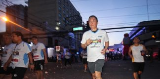 The Royal Mandaya Hotel president and CEO Glenn Escandor, who is also President Rodrigo Duterte's adviser for sports, leads the thousands of runners in Sunday's The Royal Mandaya Hotel Hunat Dabaw 7 Run. The annual footrace held in partnership with GMA Kapuso Foundation helped raise funds for the Tulay ng Pagbabago project in Paquibato District. LEAN DAVAL JR