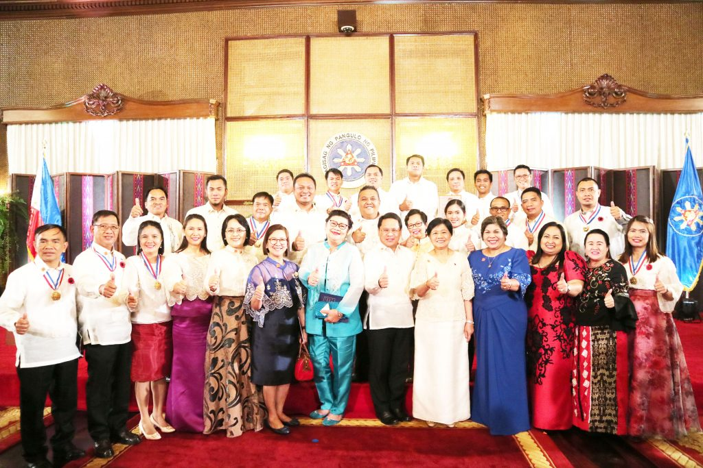 The Tagum City Delegation led by Mayor Allan Rellon and Vice Mayor Eva Lorraine Estabillo pose for posterity after the awarding rites of the 2019 Honor Awards Program of the Civil Service Commission. CIO Tagum