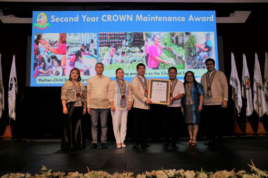 Mayor Allan Rellon, Vice Mayor Eva Lorraine Estabillo and City Councilor Jan Dmitri Sator of the LGU of Tagum receives the 2nd Year CROWN Maintenance Award from the DOH and the National Nutrition Council during the 2019 National Nutrition Awarding Ceremony held at PICC, Pasay City on August 30, 2019. Edwin Lasquite/CIO Tagum